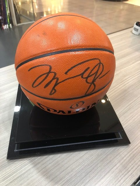 best website ca298 3999d Michael Jordan Signed Basketball